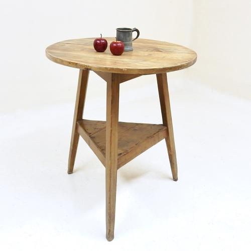 Pine Cricket Table