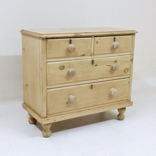 Small Victorian Chest of Drawers