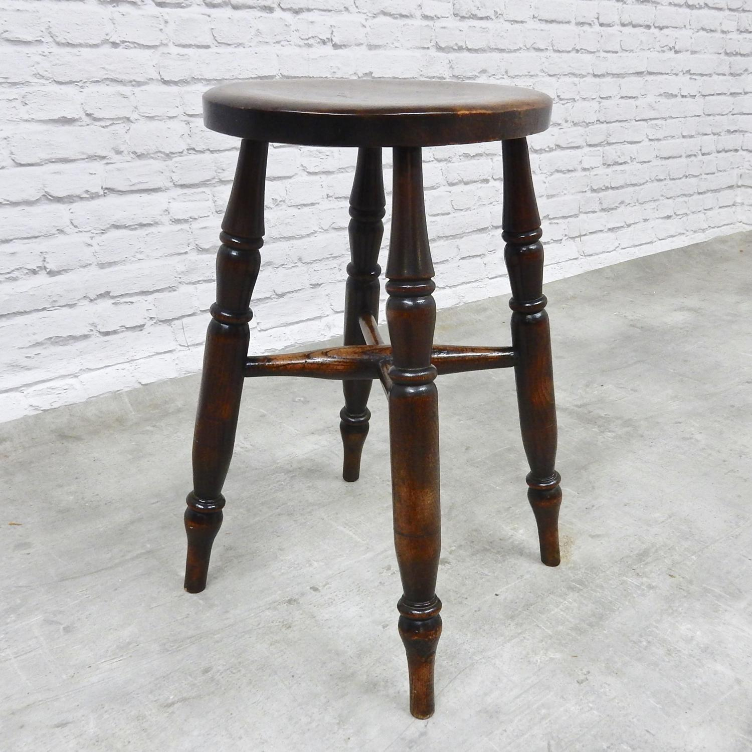 Windsor Tavern Stool