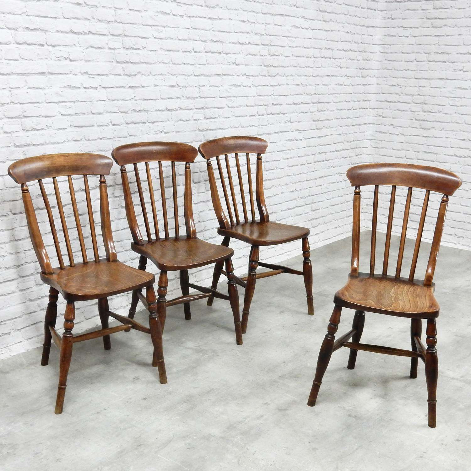 Set Windsor Stickback Kitchen Chairs