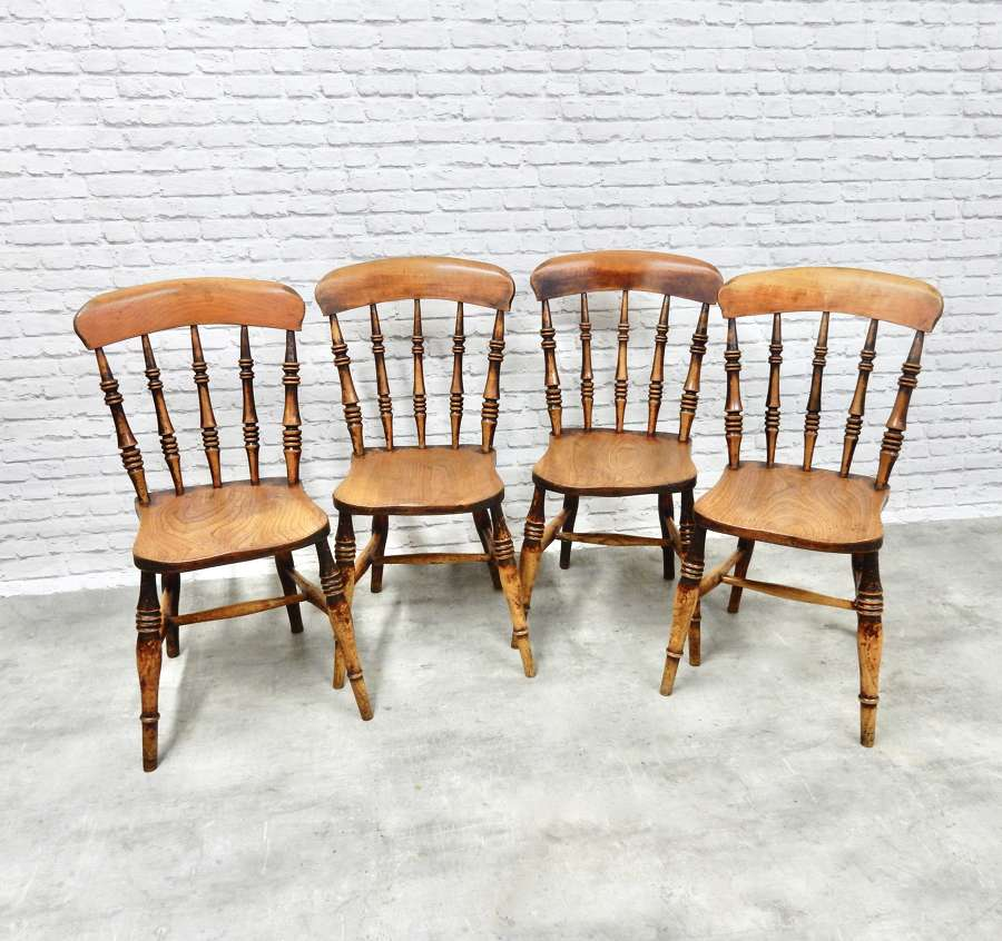 Set Antique Windsor Kitchen Chairs