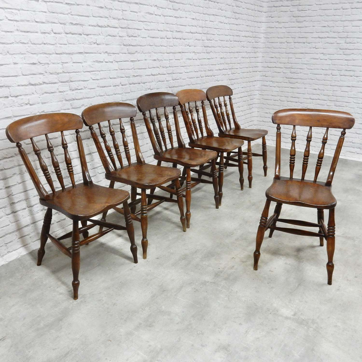 Set Antique Windsor Chairs