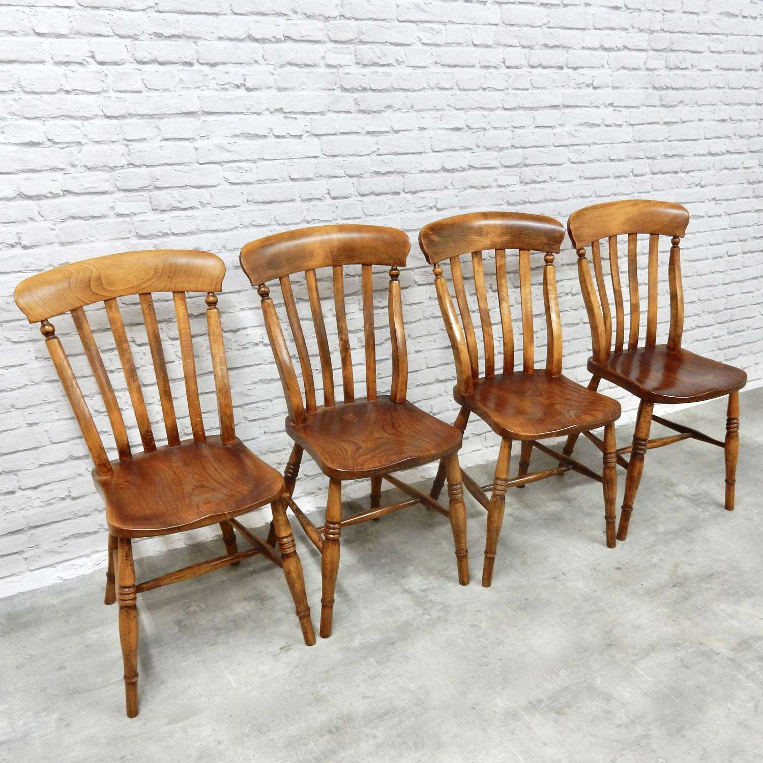 Set Windsor Lathback Kitchen Chairs